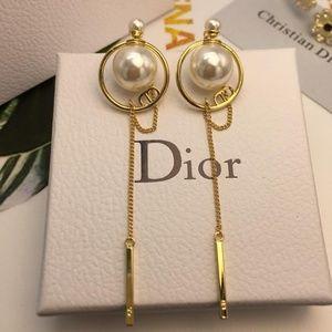 Dior Earrings 99% NEW